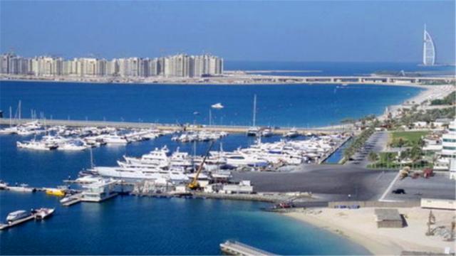 耗资600亿,挖空两座大山,填海造地建海上城市,你觉得值吗? 全球新闻风头榜 第1张