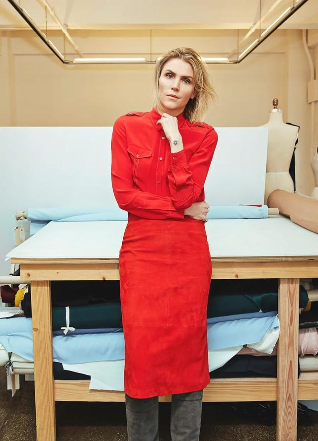 从身无分文到嫁入豪门,如今她被时装协会评为美国年度女装设计师-第3张