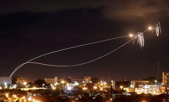 以色列拉响防空警报,火箭弹暴击致人受伤,以色列官方惨遭打脸-第2张
