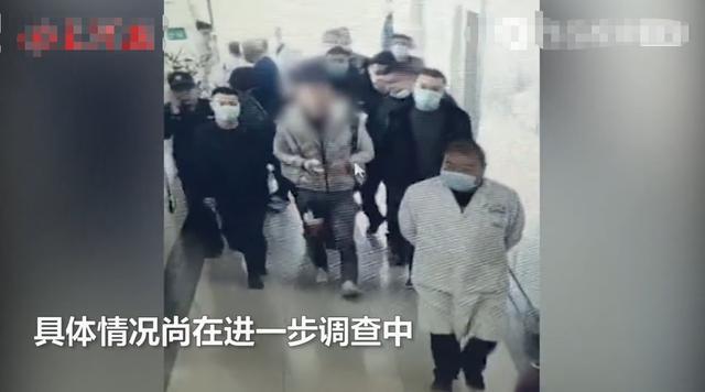 刀留体内未拔!吉林一男子被当街抹脖捅腹身亡,凶手受伤被押送医 全球新闻风头榜 第2张