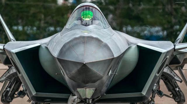 美媒:中国首架增强型歼-20B年底就能造好,将生产6架用来试验