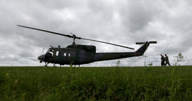 美军直升机国内训练时竟遭枪击,被迫紧急着陆,FBI展开调查