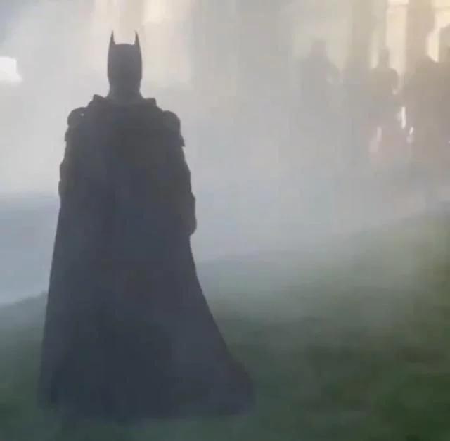 """美国费城变哥谭?""""蝙蝠侠""""现身抗议现场,网友:就差小丑了"""