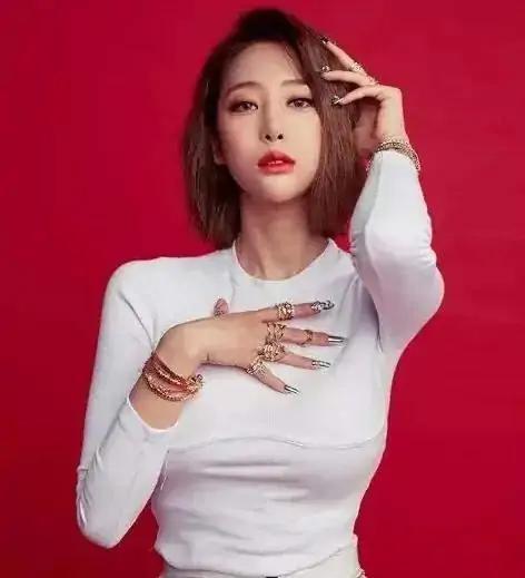 韩国御姐身材火辣,蜂腰翘臀加D罩杯,4个动作塑造同款好看胸型插图1