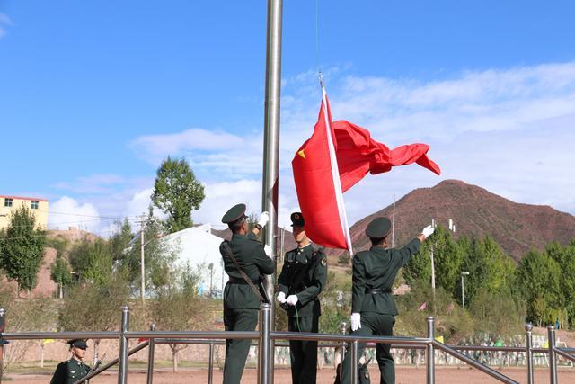 西藏军区某团:红旗迎风扬,祖国在我心-第1张