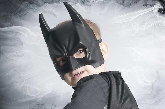 美国抗议现场出现了蝙蝠侠