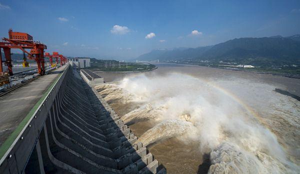 大壩應無恙 攔洪削峰:三峽水庫力阻天然洪峰向中下游傾盆而下