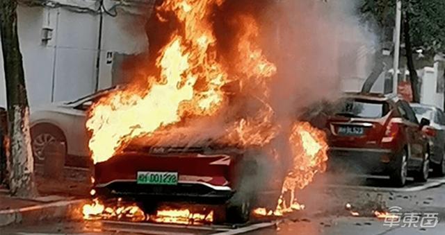 8天两台电动车自燃!威马承认EX5电池存质量问题