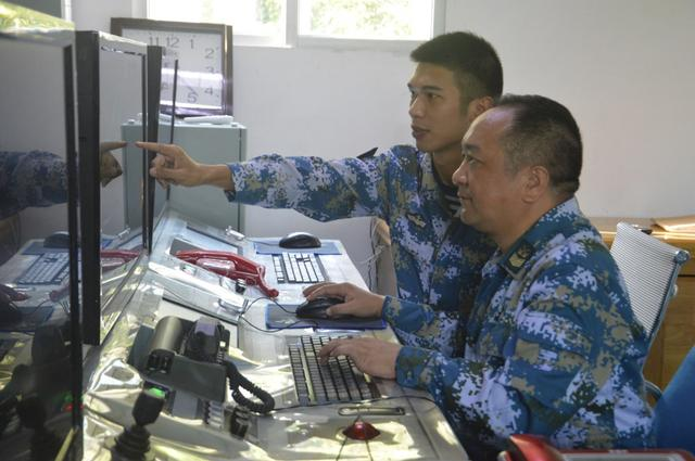 驻守特类岛30年,南部战区海军某旅专门为他举行退役仪式