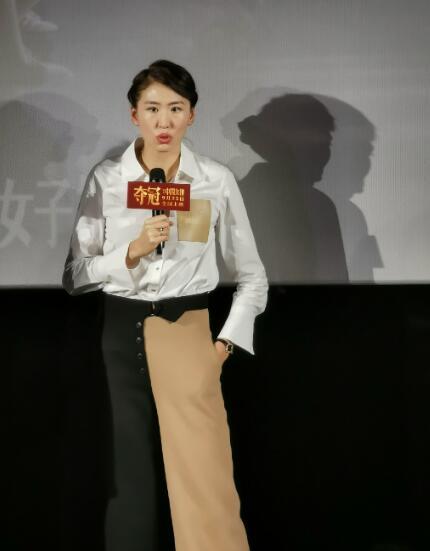 郎平爱女亮相电影宣传现场,穿着时尚笑容灿烂,举手投足神似母亲【www.smxdc.net】 全球新闻风头榜 第2张