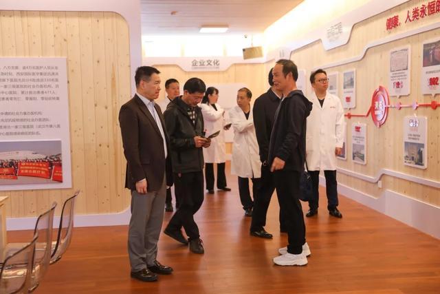 中华医学会生殖医学分会主任委员黄国宁教授受邀来西安高新医院生殖中心参观指导