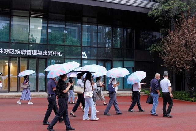重庆市卫健委组织 8 家世行项目医院赴北部宽仁医院考察交流