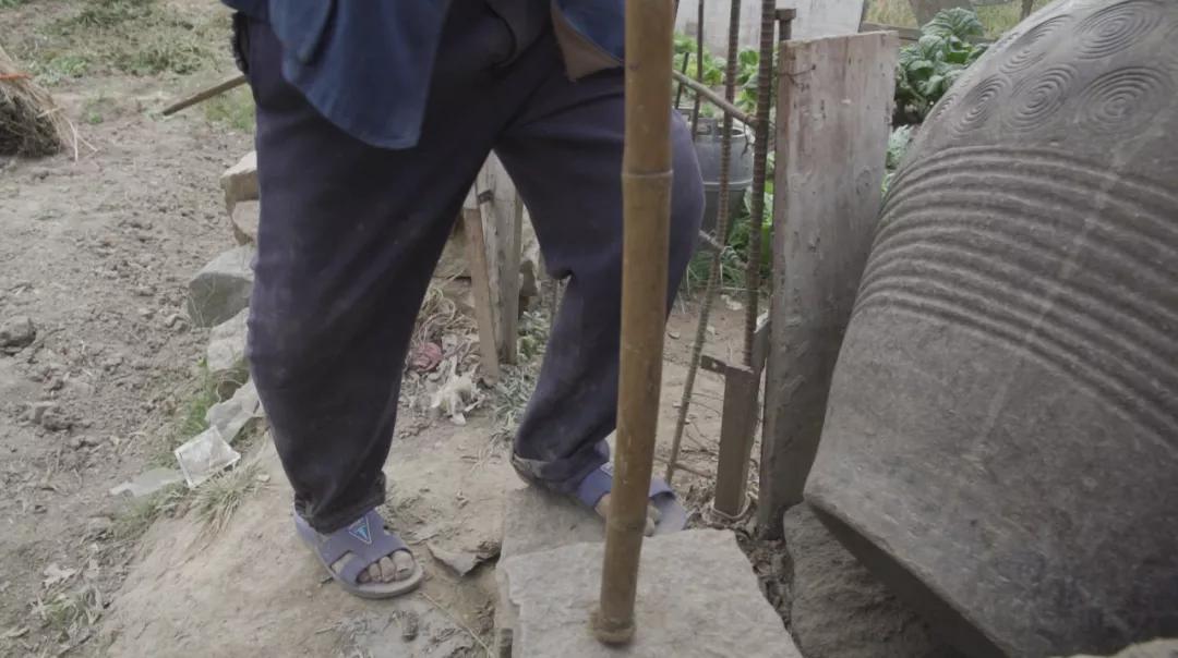 福建国药东南医院医疗精准扶贫纪录片《步履不停》,绝望里的坚强与重生