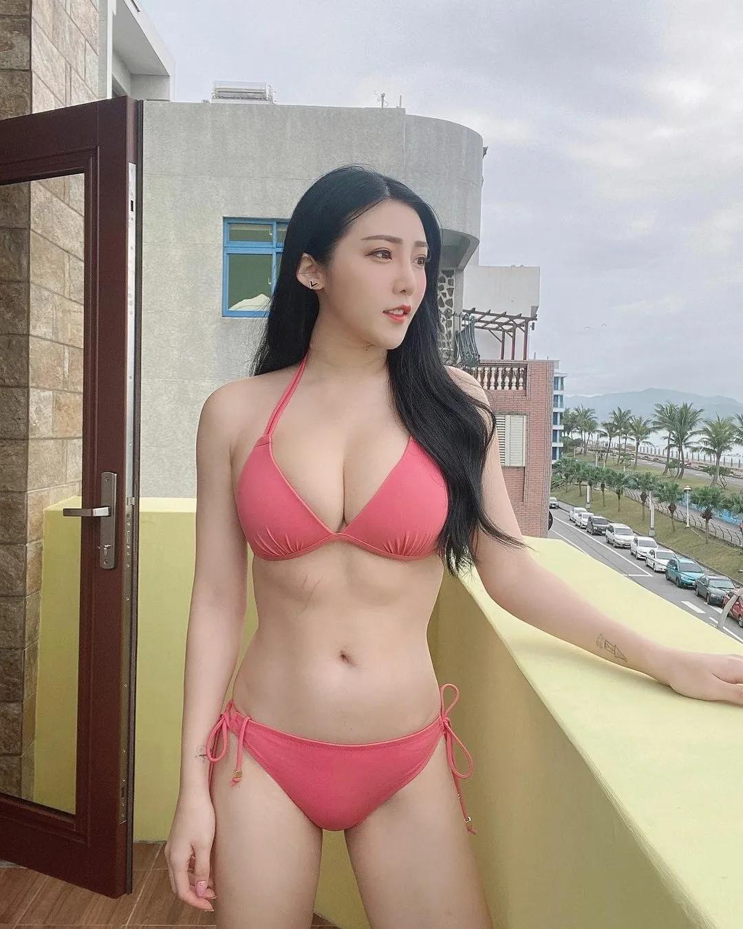 台湾美女许薇安,超凶超甜超可爱!