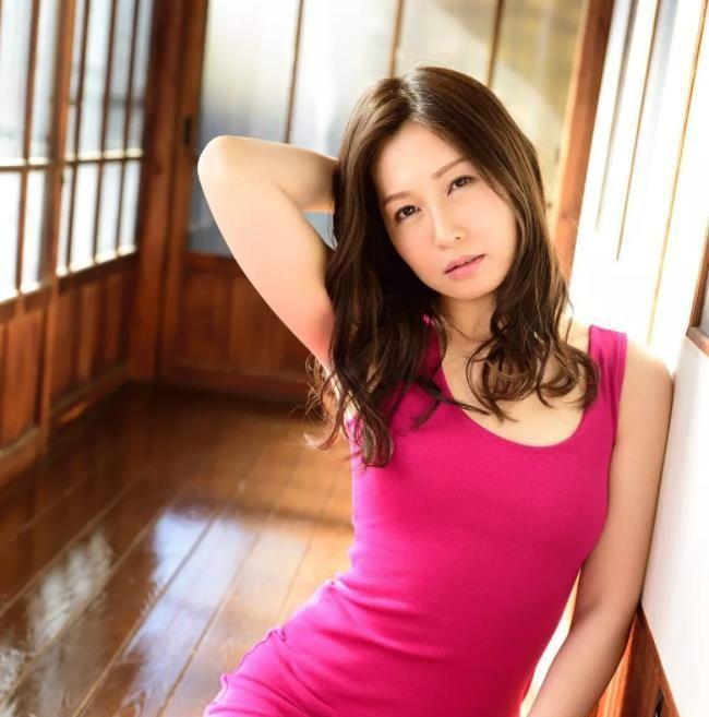 日本女优专题:《揭秘100名女优背后的故事》第15期:最强30路人妻佐佐木明希